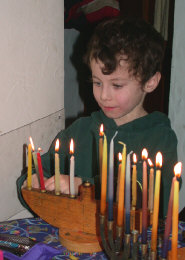 matt_chanukkah_candles_120602.jpg (103584 bytes)